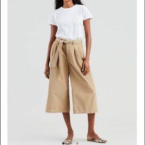 NWT LEVIs corduroy wide leg crop trousers